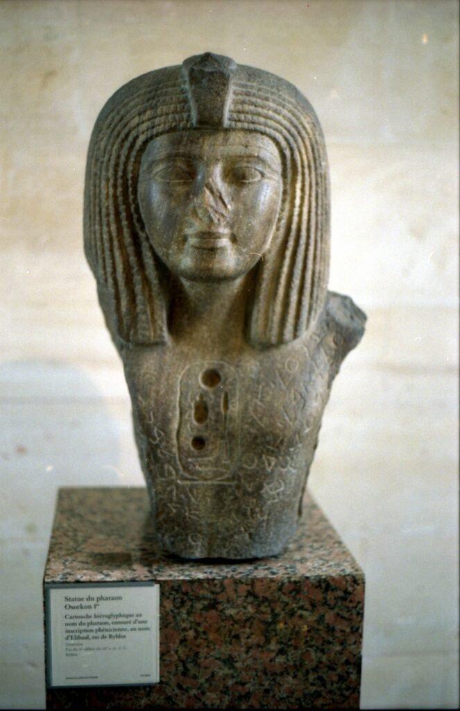 Estatua-de-Osorkon-I.-Louvre-Museum-CC-BY-SA-2.0-FR