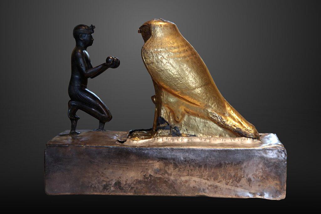 Taharqa-haciendo-una-ofrenda.-Louvre